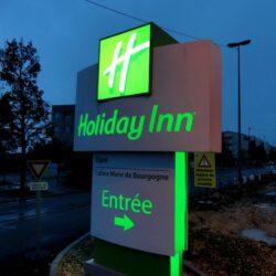 Totem hôtel Holiday Inn